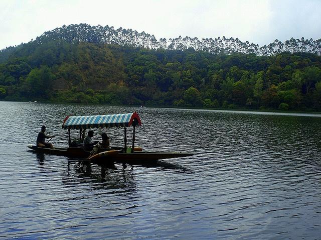 Kerala Tourism Attractions - Shikara Boating in Kundala Lake, Munnar